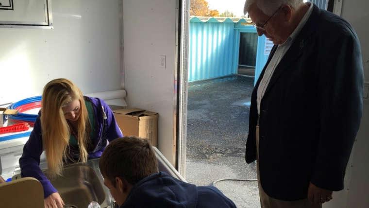 Sen. Enzi visits BOCES classes in Lander